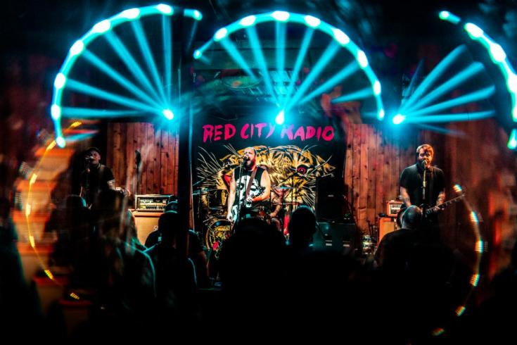 Red City Radio shares new single 'Love a Liar'