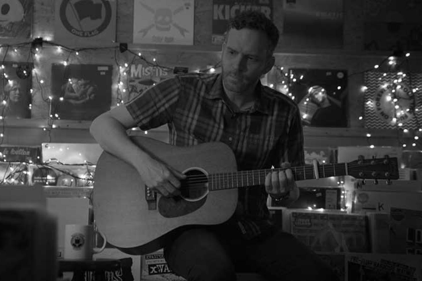 Bob Nanna releases new single 'Do You Want To Buy A Guitar?'