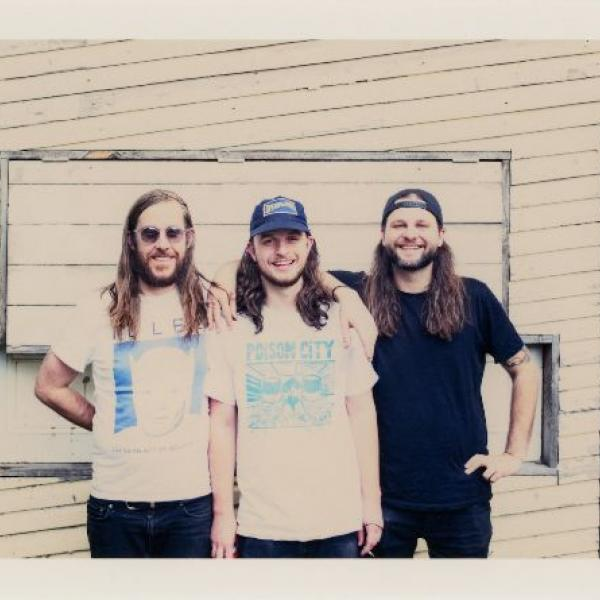 Loser release video for 'Vacation'